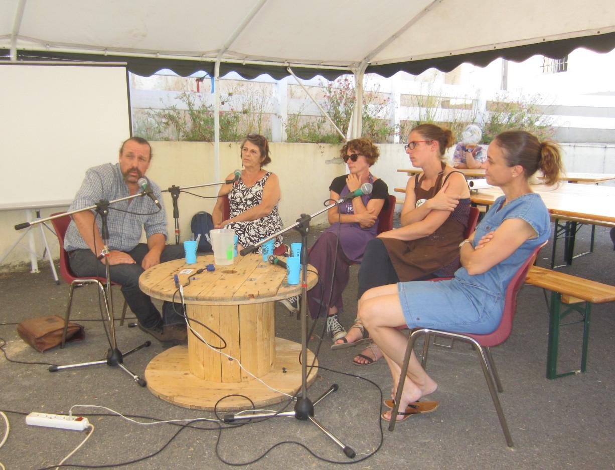 Photo des conférenciers de la table ronde